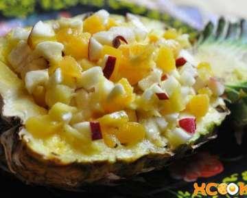 Как сделать вкусный фруктовый салат в ананасе?
