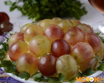 Вкусный салат Тиффани с грецкими орехами и виноградом – как приготовить в домашних условиях с курицей, пошаговый фото рецепт