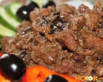 Сочная и вкусная говядина, тушенная с черносливом – как приготовить просто на сковороде, пошаговый рецепт с фото