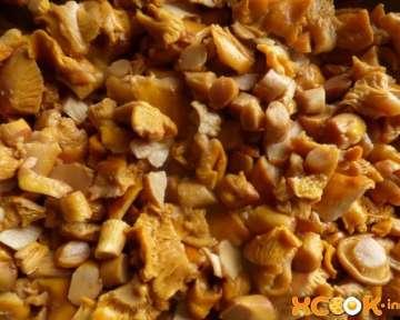 Отварные замороженные лисички – рецепт с пошаговыми фото, как правильно заморозить на зиму в домашних условиях, чтобы грибы не горчили