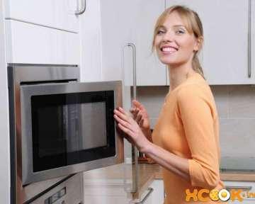 Как избавиться от неприятного запаха гари в микроволновке?