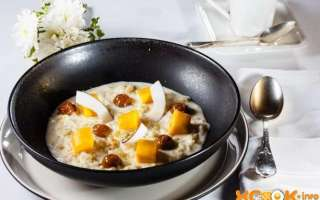 Рецепт приготовления сладкого диетического рисового пудинга-запеканки с фруктами, запеченного на молоке в духовке, с пошаговыми фото