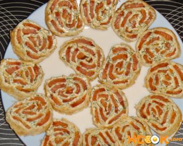 Закусочный рулет из лаваша с красной рыбой, сливочным сыром и зеленью – приготовление по простому и вкусному рецепту с пошаговыми фото