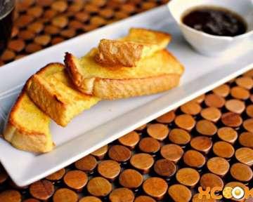 Простой и вкусный пошаговый фото рецепт приготовления тостов с яйцом и сиропом в духовке