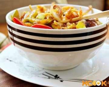 Горячая фунчоза с морепродуктами и овощами — фото рецепт, как приготовить