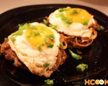 Рубленый бифштекс из свинины и говядины с яйцом – пошаговый рецепт с фото, как приготовить в домашних условиях по-гольштейнски