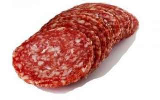 Особенный состав колбасы салями, её калорийность и противопоказания; советы по выбору и хранению сырокопченой колбасы, фото продукта