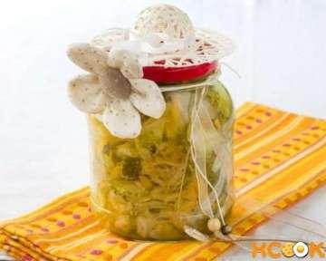 Как консервировать салат из свежих огурцов?