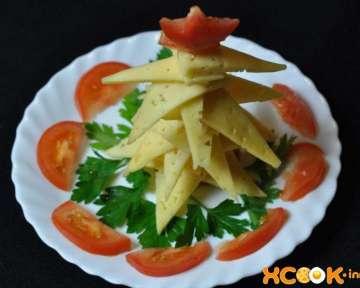 Фото рецепт приготовления закуски — Съедобная новогодняя елка из сыра
