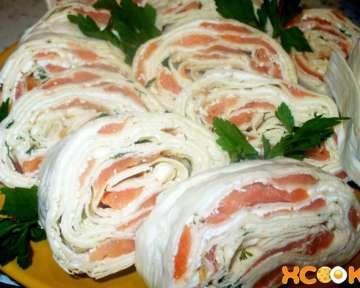 Рулет из лаваша с слабосоленой семгой и творожным сыром – рецепт приготовления закуски с пошаговыми фото