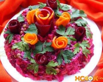 Вкусный овощной салат с декорои в виде роз — простой праздничный рецепт с фото