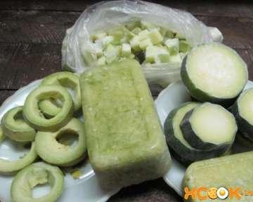Свежие замороженные кабачки на зиму – пошаговый рецепт с фото, как правильно заморозить овощи тертыми, кольцами, кружочками или кубиками в морозилке в домашних условиях