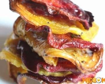 Простой рецепт с пошаговыми фото, как сделать вкусные свекольные чипсы в духовке в домашних условиях