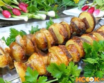 Шашлык из картошки с салом на шампурах – рецепт с пошаговыми фото, как приготовить на мангале