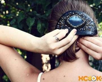 Заколки для волос в арсенале кокетки: какие виды существуют, как с ними делать прически, а также, как своими руками изготовить такой аксессуар?