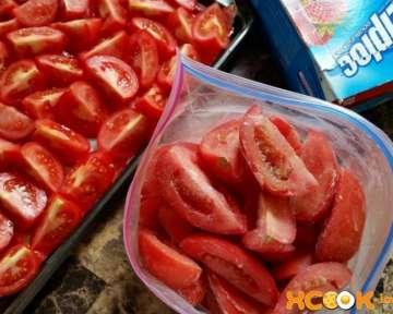 Свежие замороженные помидоры на зиму – рецепт с пошаговыми фото, как правильно заморозить кусочками и целиком в морозилке в домашних условиях