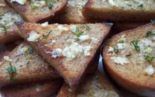 Домашние жареные гренки с чесноком на сковороде – пошаговый рецепт с фото, как сделать из ржаного хлеба