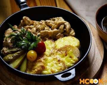 Фрикасе из курицы с картофелем и грибами — классический рецепт с фото приготовления
