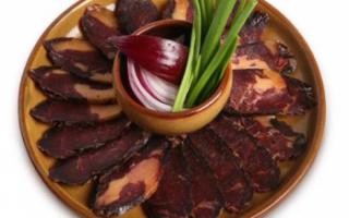 Конская колбаса казы – описание продукта с фото, его состав и калорийность; польза и вред; как готовить и варить в домашних условиях