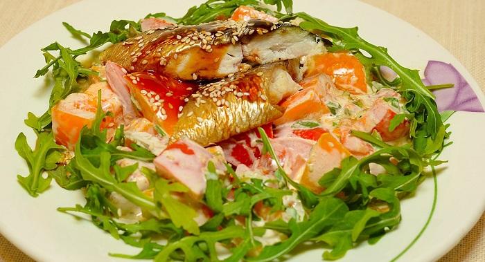 Салат из красной копченой рыбы