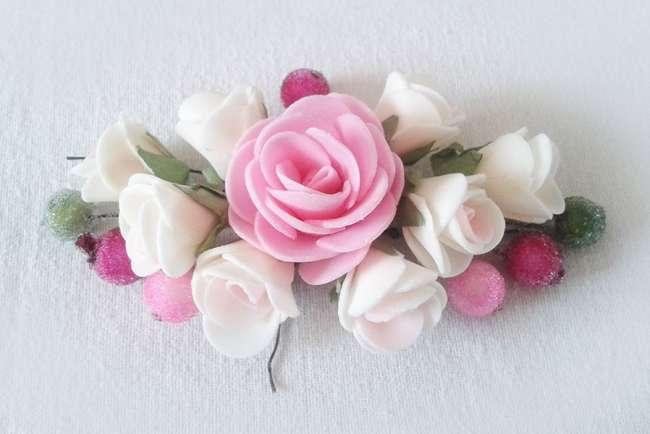 смазываем розу клеем