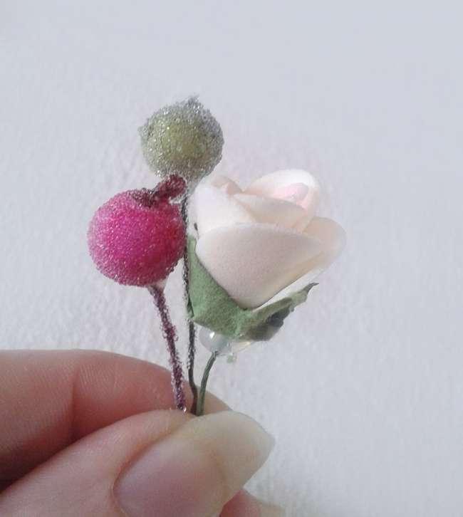 соединяем розу и ягоды