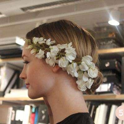 Свадебный пучок на средние волосы готов!