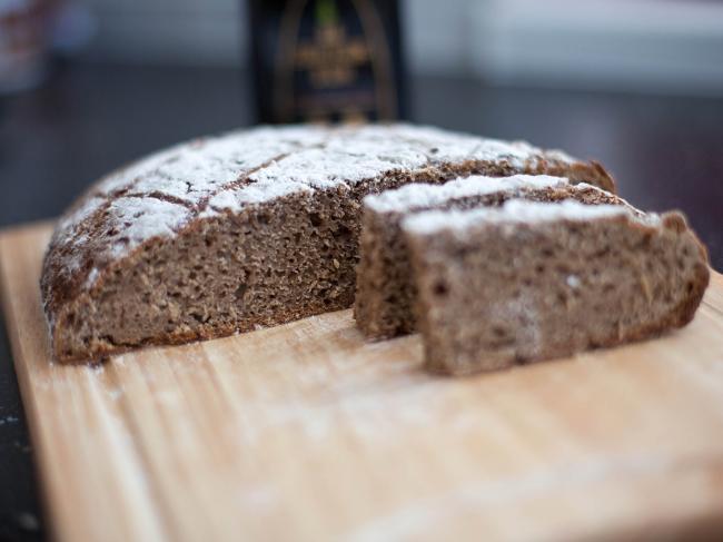 Ржаной хлеб в мультиварке Редмонд | 487x650