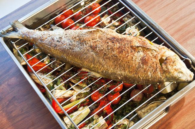 рыба сиг с овощами и специями